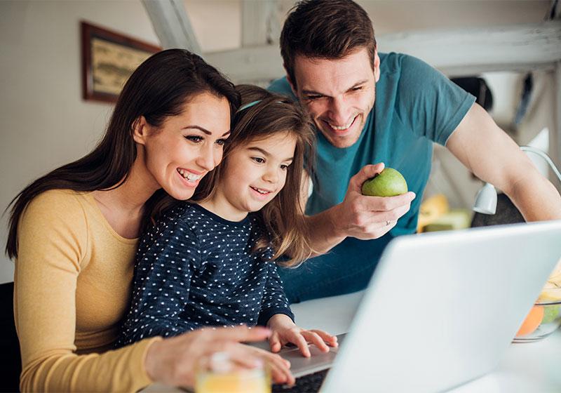 Family-Shopping-Online